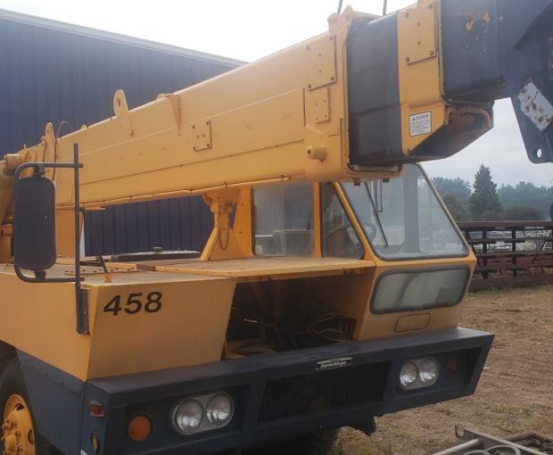 P&H Diesel Truck Mounted 25 Ton Crane MT250 4