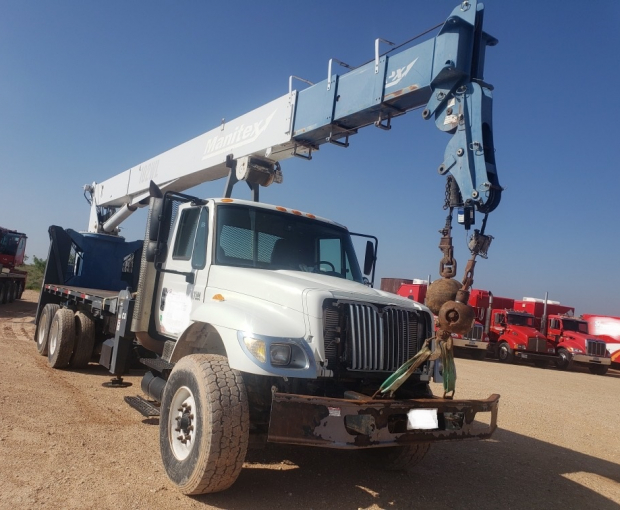 Manitex 30102WL Crane Mounted on 2007 International Navistar 7500 2