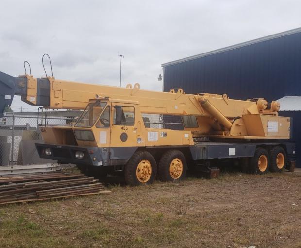 P&H Diesel Truck Mounted 25 Ton Crane MT250 3